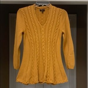 Long sleeve pull over sweater.